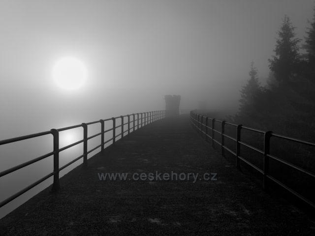 Mlhavé ráno na Černé Nise.