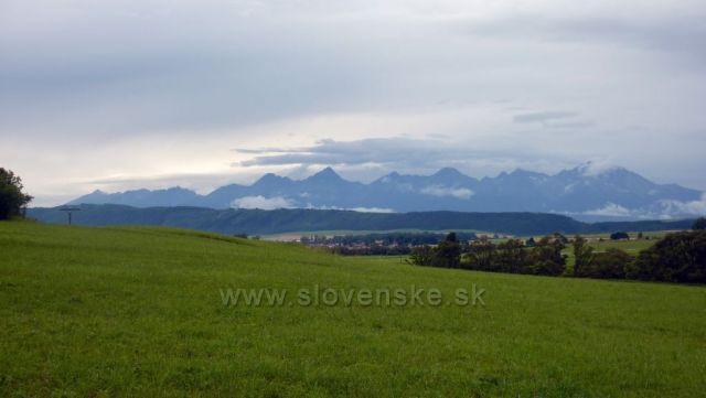 pohled na Tatry ze Slovenského ráje