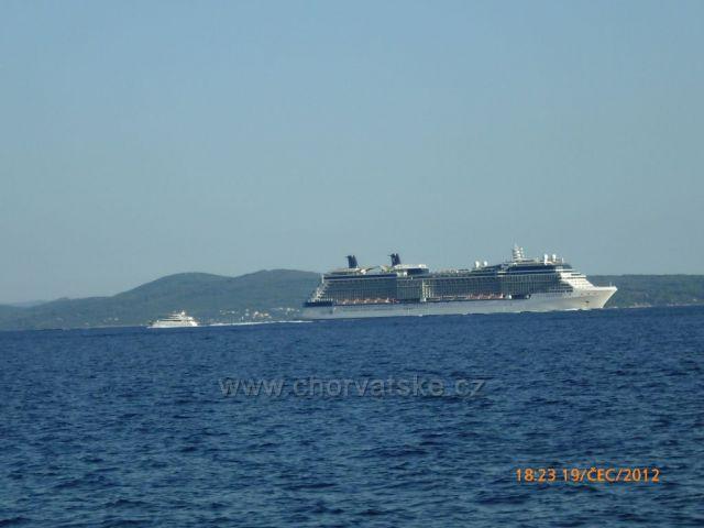 Pohlad z ostrova Ciovo v pozadi na Brac