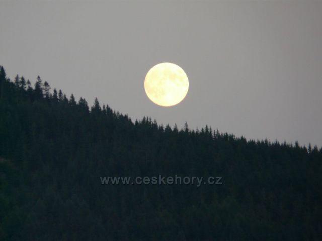 Měsíc nad Labskou přehradou