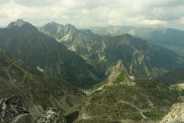 výhled z Východné Vysoké Vysoká - Rysy v pozadí hřeben Orla Perč