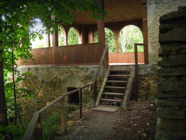 Rýzmburk altán, také zřícenina hradu Rýzmburk