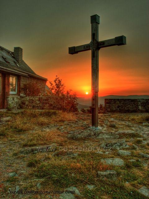 Jednoho krásného rána, při východu slunce na vrcholu Hvozd