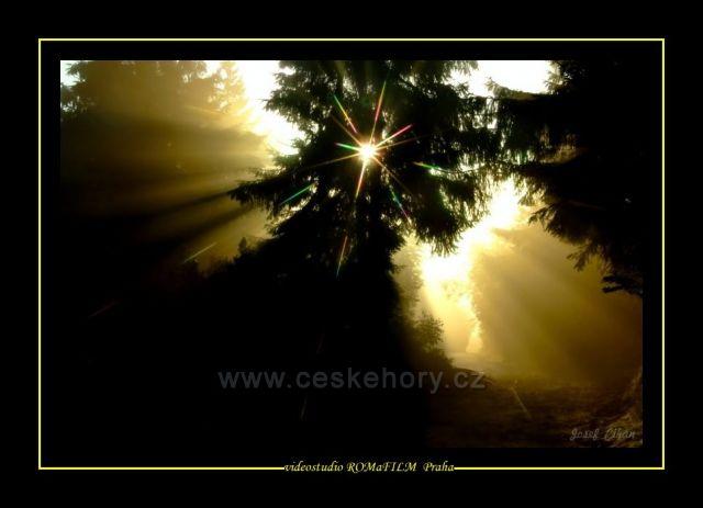 Nad horou svítá