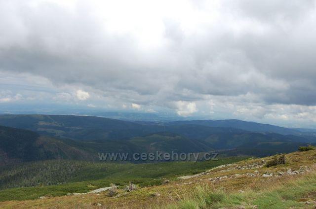 Pohled na českou stranu Krkonoš