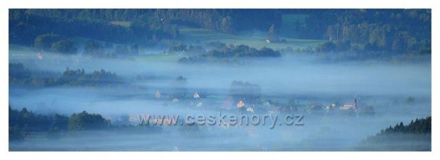 Mníšek v ranních mlhách