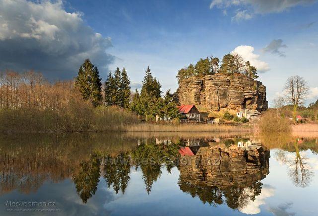 Skalní hrad ve Sloupu v Čechách