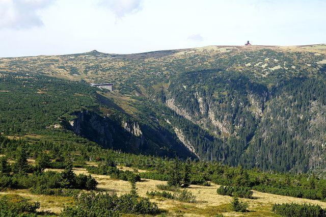 výhled přes Labský důl na hřeben s Violíkem a polskou boudou