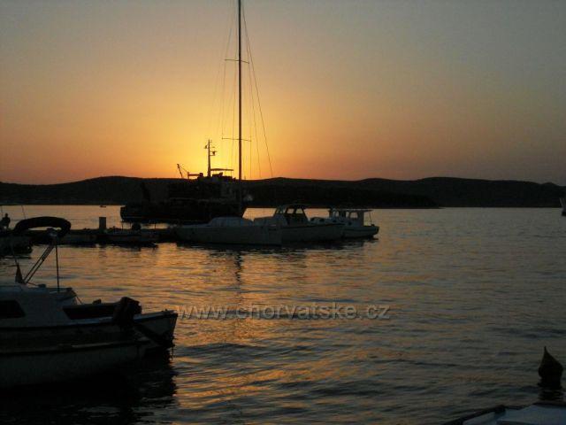Západ slunce ve Sveti Filip i Jakov