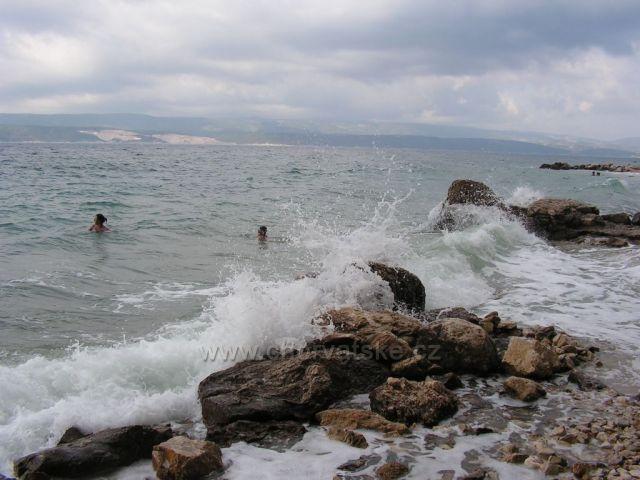 Kruté moře 02 - Baška Voda - v dálce lom na Brači