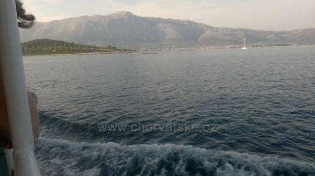 pohled z moře na Orebič a horu Sveteho Ilji