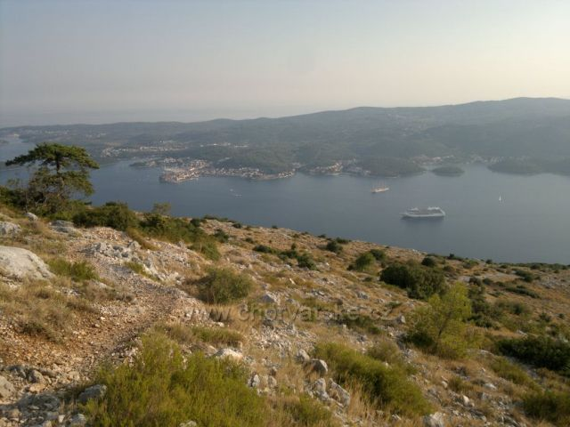 pohled z hor Svetý Ilja na Korčulu