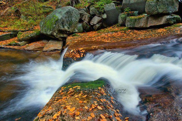 Podzimní vodopády na Černé desné.