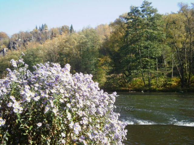 okolí Ohře na podzim