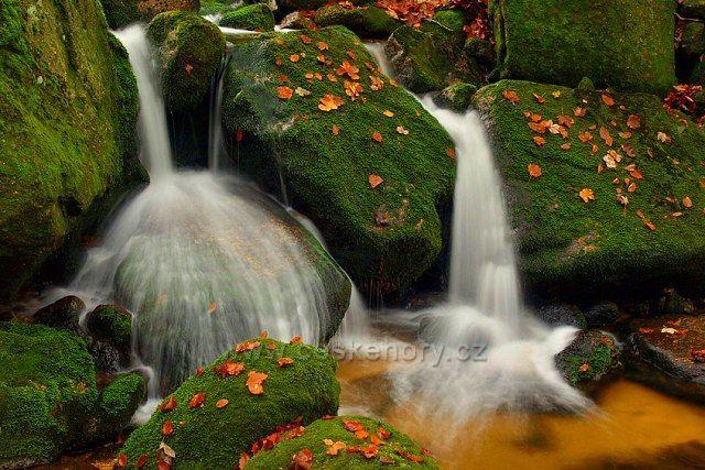 Vodopádek na říčce Jedlová v okolí Josefův důl.