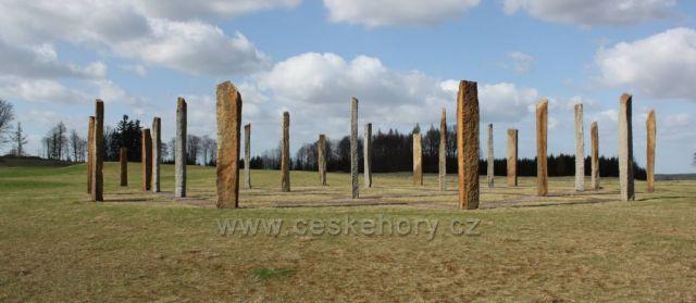 """Český """"Stonehenge"""" pod Dymníkem u Rumburka"""