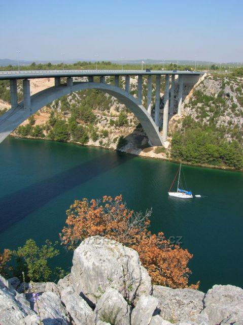 dálniční most přes řeku Krku