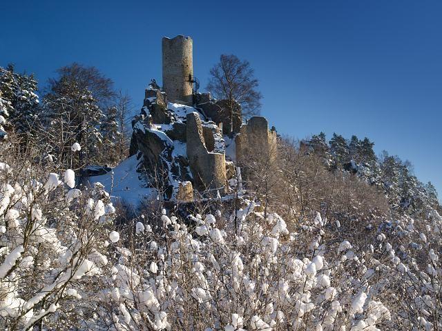 Pohádkový zimní hrad Frýdštejn.