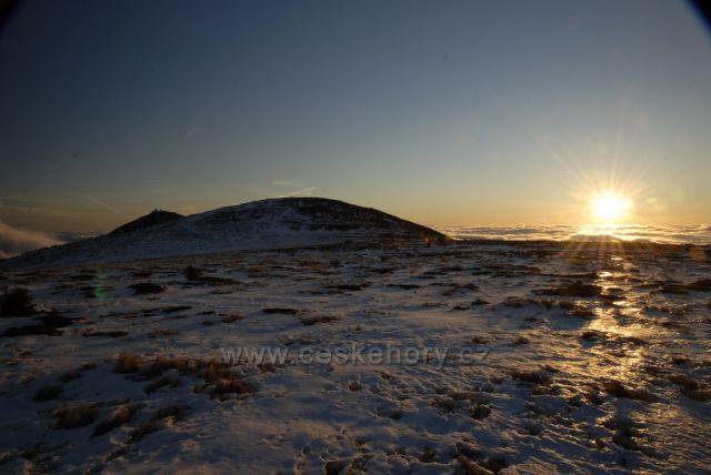 východ slunce od kapličky