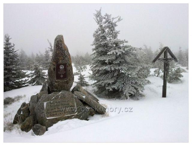 Ráno u Körnerova kamene s Jomrichovým křížem