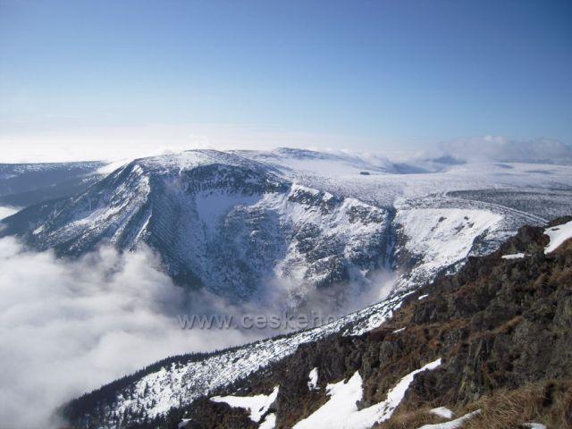 Krkonoše - pohled ze Sněžky.