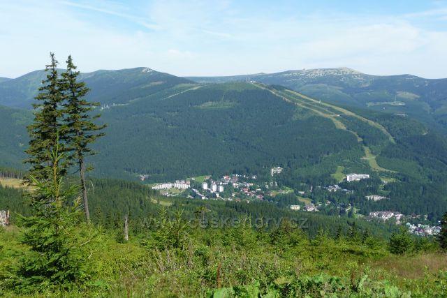 Špindlerův Mlýn od horní stanice lanovky na Pláni