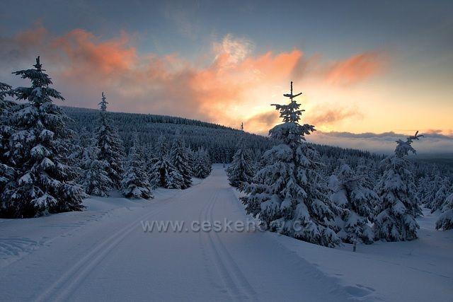 Kasárenská cesta - svítání 10.02.2013 7hod 32min.