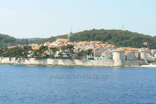 město Korčula z trajektu