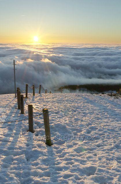 Východ slunce na Sněžce