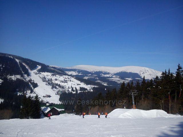 Hnědý vrch ze sjezdovky Javor