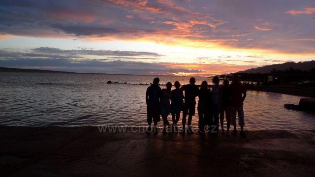 Přivítání s mořem při západu slunce
