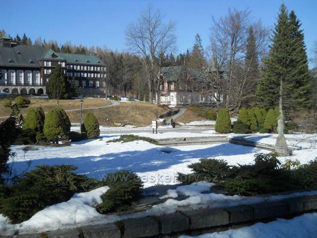 Zima ustupuje jari v Karlovej Studánke