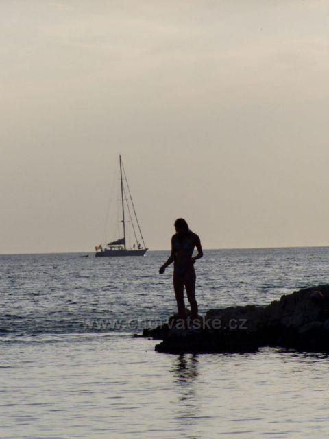 Rybářka v zátoce Peleš u Primoštenu.