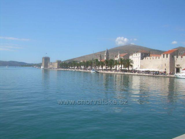 Trogir - z druhého břehu