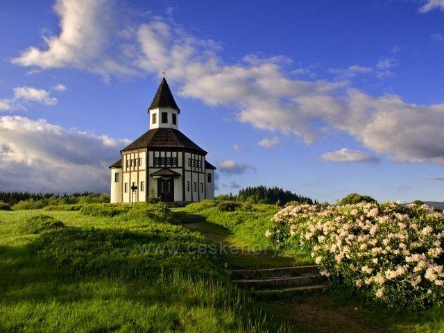 Kostelík v jarním hávu - Tesařov