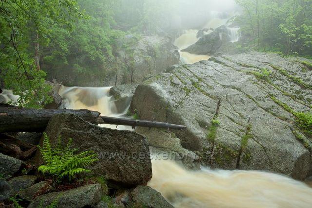 Rozvodněný vodopád Velkého Štolpichu.