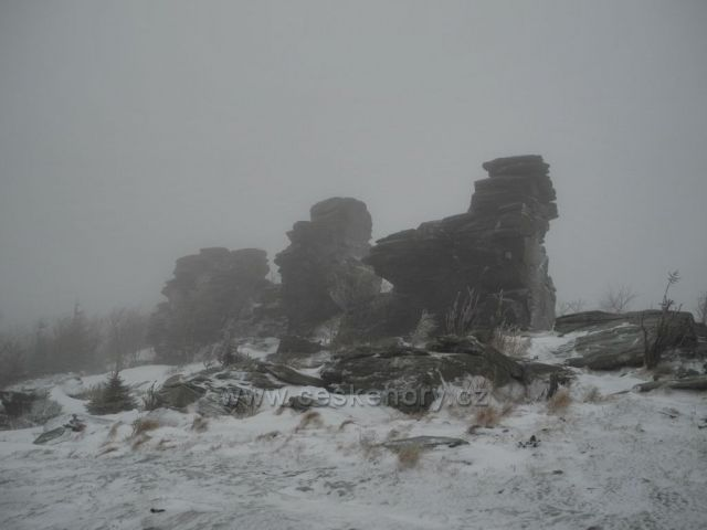 Obří skály - zima a mlha