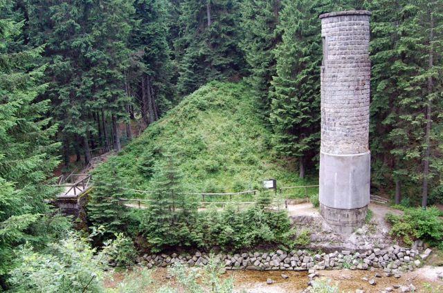 Protržená přehrada Desná