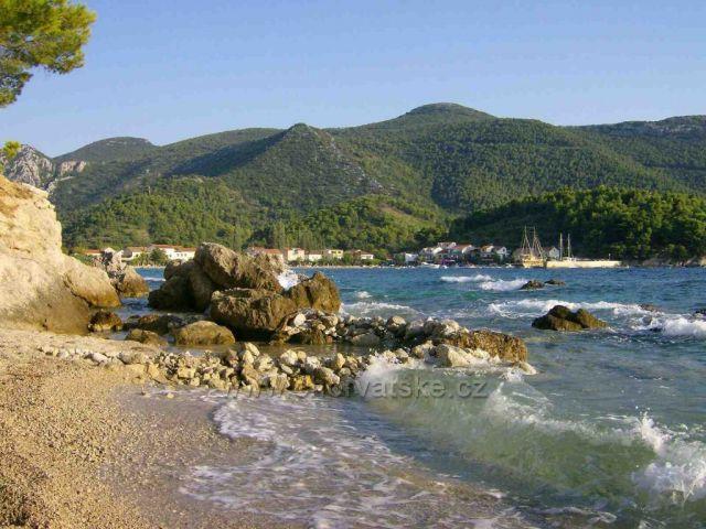 Žuljana od jedné z mnoha plážiček pod cestou na Trstenik