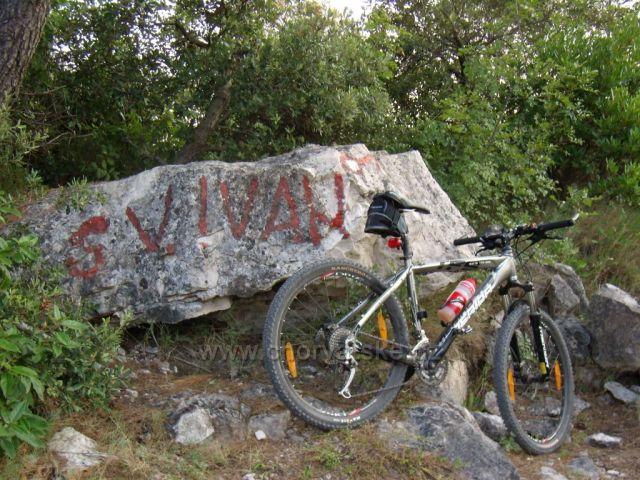 Cesta na vrchol Sv.Ivana nad Žuljanou je dobře značená