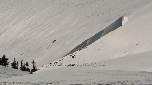 Sněhová průrva nedaleko Zimní cesty