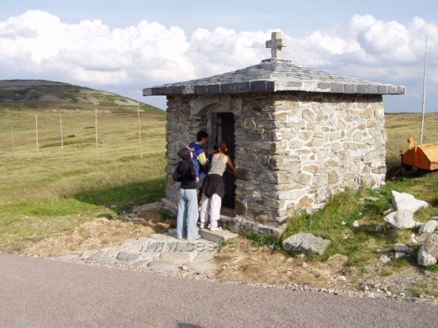 Památník obětem hor na Luční hoře