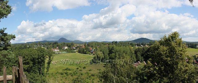 Panorama Klíče ze Skalního hradu Sloup v Čechách
