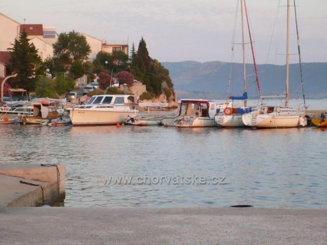 Brodarica - přístav