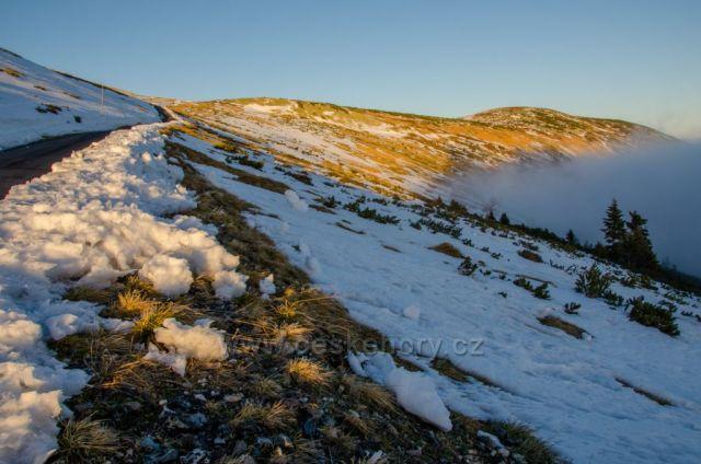 Modré neboli Luční sedlo (1 509 m n. m.) a Studniční hora (1 554 m n. m.)