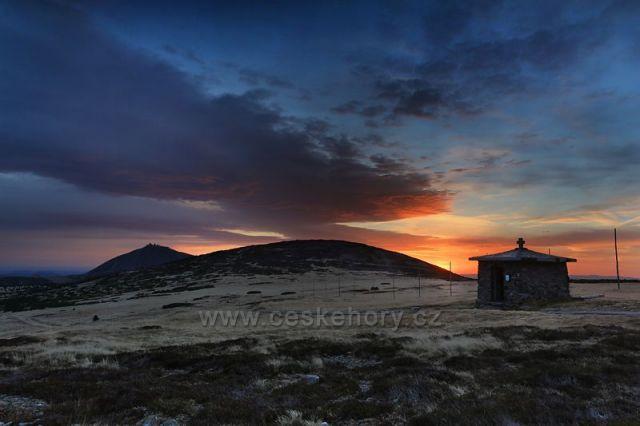 svítání na horách