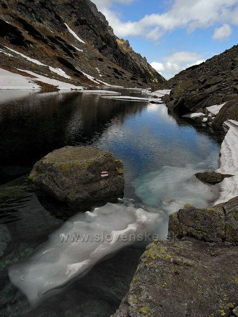 Pozůstatky zimy v Tatrách.
