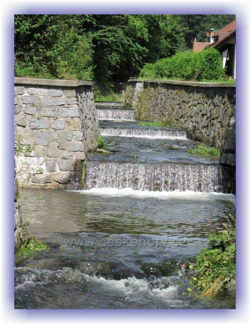 Potok Hluky v Kounově / po povodních 1998/