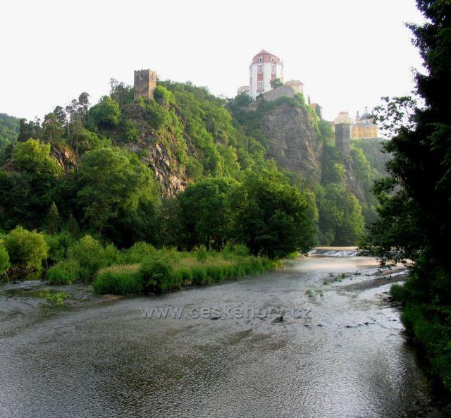 Vranov nad Dyjí v ranním oparu.