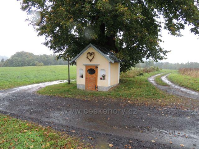 kostelíček u obce Sněžná